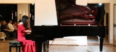 Nghệ sĩ Bích Trà và hành trình âm nhạc
